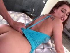 Порнография видео трахают девушку четвером она кричит от боли
