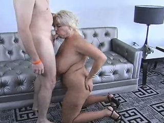 Big Boob Blonde Claudia Marie Suck Off...
