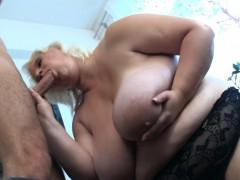 Секс двух фигуристых лесбиянок