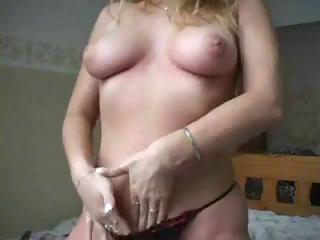 Sex Movie of Blonde Babe Gets Off Showing Her Body And Masturbating On Cam