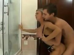 Просмотр бесплатно порно девушка с двоими