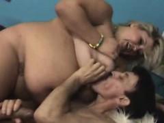 Порно онлайн дрочит племяннику