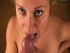 Порно молодая лижет у зрелой