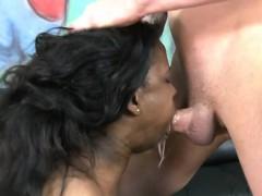 Жырны женщины мастурбируют видео