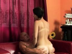 Сумасшедший домашний секс с папой