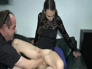 Куча мужиков трахают девку в жопу смотреть порно