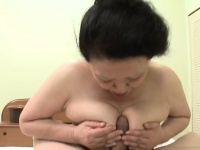 Монстр трахает девку порно