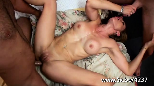porno-nagliy-taksist-konchil-vnutr-video