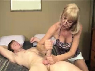 Granny wants to see young explode with jizz...