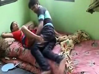 An innocent girls Indian porn tube video got leaked on the