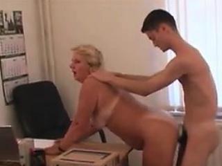Мамы любят молодых порно фото