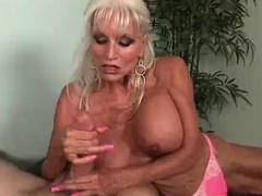 Целует ножки порно видео