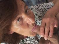 Порно видео дрочит телке