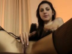 Русское порно с блондинкой на кожаном диване