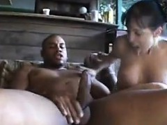 Муж порет свою жену с большими сиськами домашнеее порно онлайн