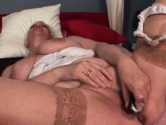 Порно в кабинке на пляже