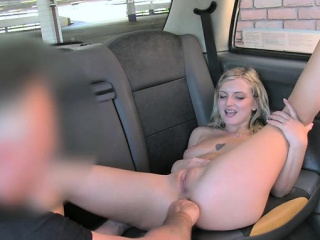 Блондинка с огромной грудью секс