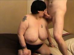 Порно секс с двумя русскими тетками