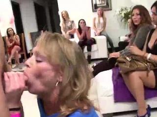 Порно суперсемейка пижамная вечеринка