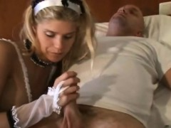 Девушка мастурбирует на вебку