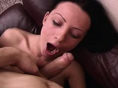 Порно видео как красивая мать трахается с сыном