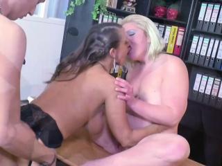 smotret-porno-orgazmi-ot-seks-mashin