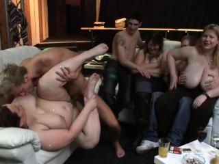 Полные молодые девушки в групповом смотреть порно
