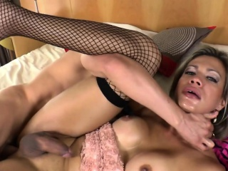 Shemale Babe Leticia Andrade Fucks Barebacked