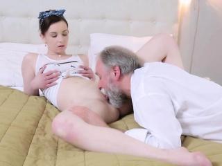 В одну телку много раз кончают смотреть порно онлайн