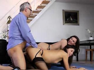 Секс пожилых с молодыми домашнее видео