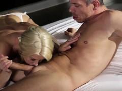 Кончить в секси мамку