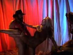 Алла из универа танцует стрептиз видео