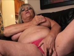 Сын трахает красотку сестру мамы в комнате порно видео