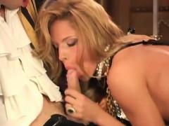 Госпожа с бвумя рабами смотреть