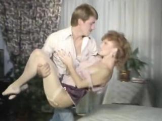 Порно молодой парень трахает зрелую