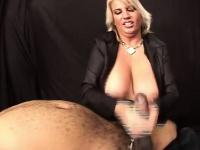 Смотреть порно жена сасёт при гостях
