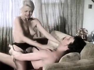 Шалава берет в рот смотреть онлайн порно