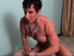 Лишение девственности молодой соседки видео
