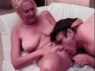 Porno Video of This Mature Lady Loves To Get On Top