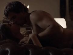 Красотка страстно мастурбирует в душе