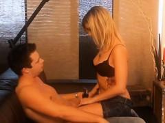 Смотреть онлайн лесбиянки массаж переходящий в секс