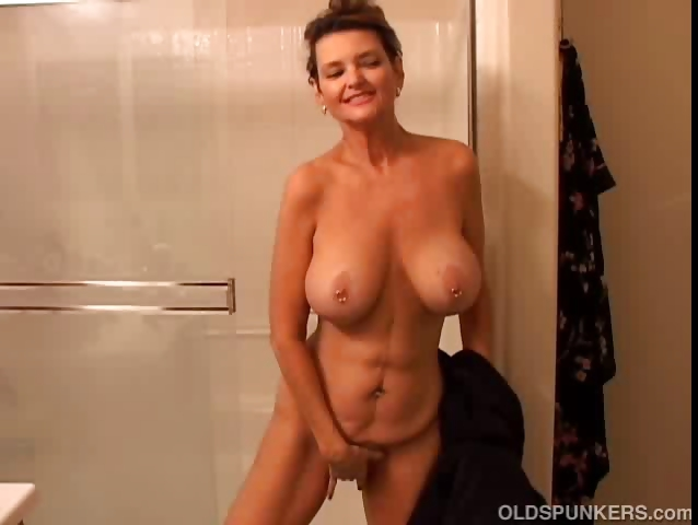 Sex Movie of Big Tits Mature Amateur Gets Wet