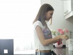 Порно видео марка дорселя два надзератилятрахают двух женщин за решеткой