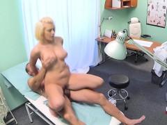 Порно с солдатом ебут проститутку