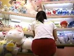 Видео девушки щекотят под ребрами