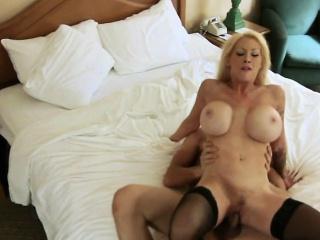 Порно измена с сиськастыми сучками бразерс