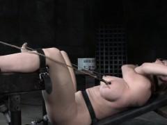 Спит и мастурбирует смотреть онлайн