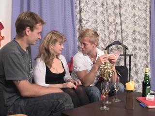 Девушка сосет и дрочит член смотреть порно
