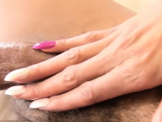 Bigcock nubian plays with herself