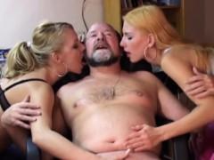 Порно 2 негра на 1